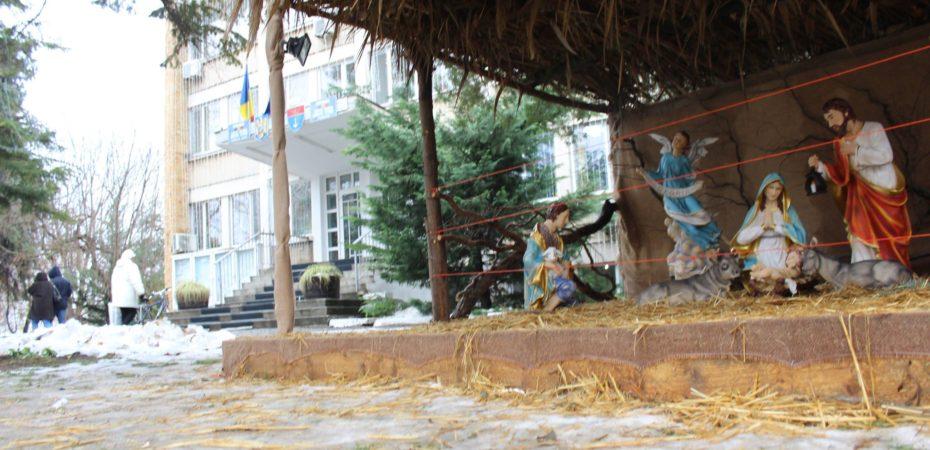 Țone Petre atinge performanța. La Oltenița, ornamentele de sărbători sunt universale. Ele pot fi folosite 3 mandate…