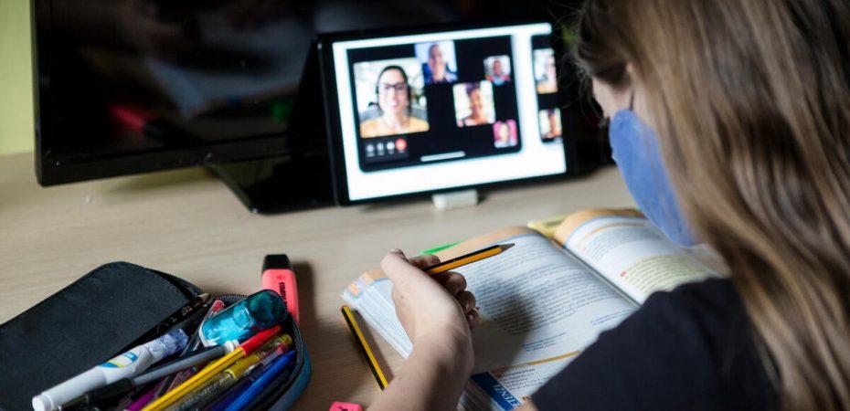 Cât i-a costat pe părinți școala online: Părinții au dat mai mulți bani. Nu a dispărut fondul școlii