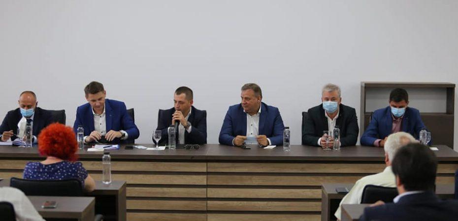 Senatorul Ciprian Pandea și secretarul general adjunct al Guvernului Mircea Abrudean au adus informații importante pentru primarii călărășeni. Dezvoltarea Călărașiului continuă!